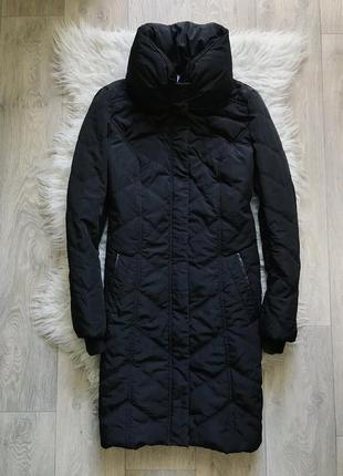 Черное пальто с объемным воротом