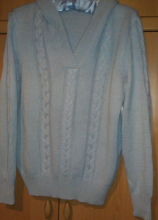 Голубой трикотажный свитерок в косы с капюшоном