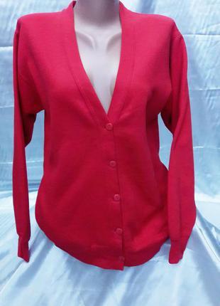 Красная кофта джинсового стиля