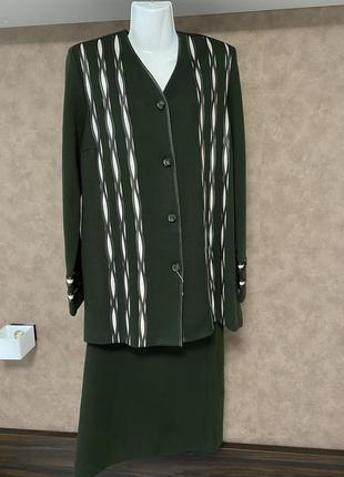 Зеленый юбочный костюм jakola