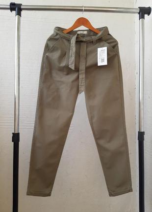 Слоучи  брюки чинос на высокой посадке с поясом