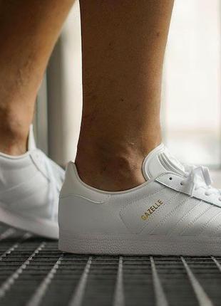 Белые кожаные кроссовки кеды adidas gazelle женские оригинал кеды золотые