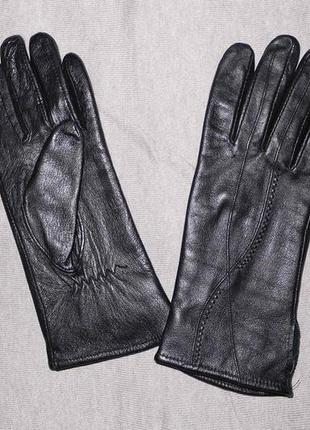 Кожаные перчатки с узором .