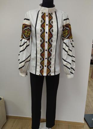 Блузка вишита. дизайнерське пошиття.