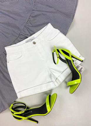 Белые джинсовые шорты  denim co