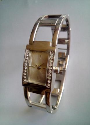 Часы наручные женские avon