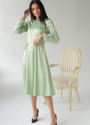Платье с поясом  атласное