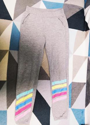 Спортивные штаны на девочку 128-134