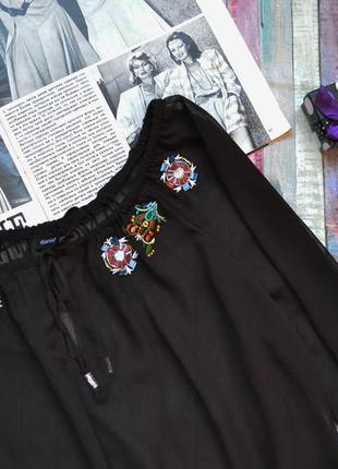 Шифоновая блуза украшена вышивкой и бисером daniel stern