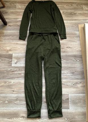 Легкий трикотажный костюм темно-зелёного цвета в идеальном состоянии