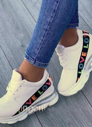 Модные женские кроссовки love