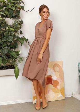 Асимметричное платье с декольте на запах