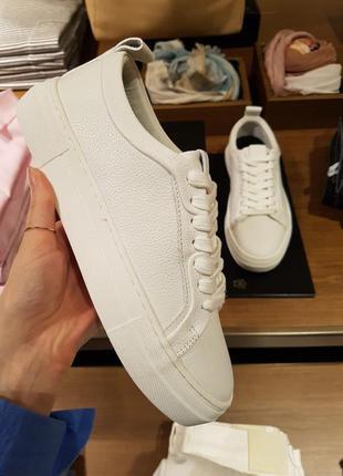 Белые кожаные кеды с тиснением massimo dutti! оригинал, португалия!