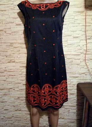 Интересное нарядное платье с яркой вышивкой