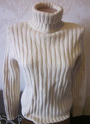 Теплый шерстяной свитер hugo boss размер xs . италия
