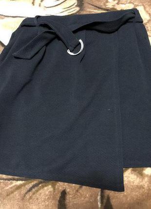 Новая юбка с глубоким запахом и карманами