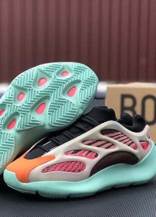 Женские мятно-малиновые кроссовки adidas yeezy boost 700🆕светящиеся кроссовки адидас изи буст 🆕