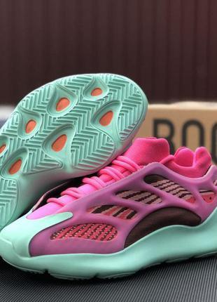 Женские розовые с мятным кроссовки adidas yeezy boost 700🆕светящиеся кроссовки адидас изи буст 🆕