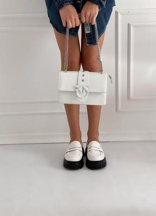 Нежная белая сумочка из экокожи с ласточками