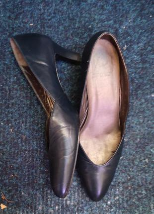 Кожаные туфли на небольшом каблуке р.38 англия
