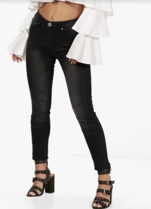 Чёрные джинсы скинни с потертостями boohoo petite skinny