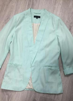 Красивый пиджак шикарного мятного цвета