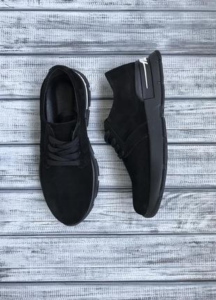 Стильные чёрные замшевые кроссовки