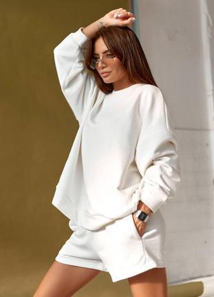 Костюм двойка спортивный женский оверсайз (свитшот и шорты), трикотажный, белый