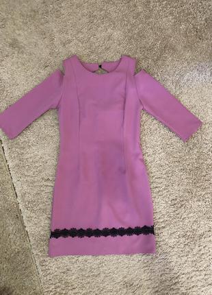 Нарядное платье с открытыми плечами