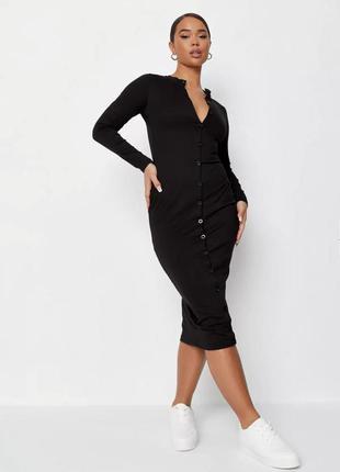 Черное платье миди на пуговицах
