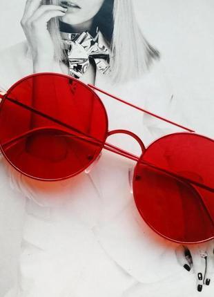 Солнцезащитные круглые очки с цветной линзой красный