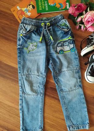 Модные джинсы, брюки на парнишку george на 2-3 года.