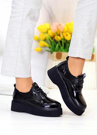 Туфли лакированные на платформе
