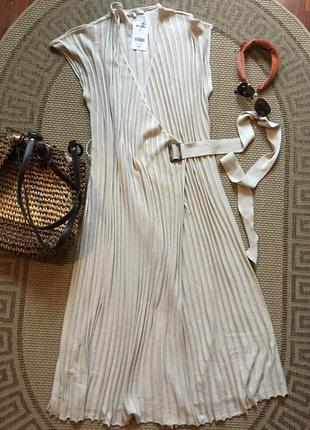 Шикарное трикотажное платье на запах бежевое  вязанное