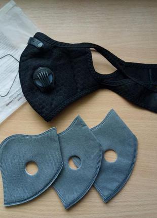 Дышащая защитная маска с клапанами и сменными фильтрами. цвет черный.