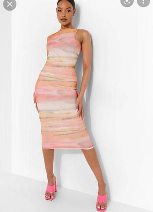 Миди платье розовое с принтом