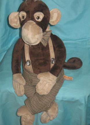 Игрушка мягкая, обезьянка в штанишках. прикольный.