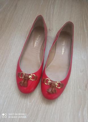 Кожанные туфли балетки лодочки betty london ( испания)