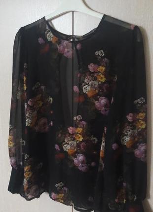 Блуза с вырезом на спине