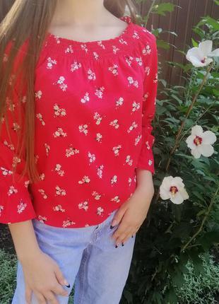 Кофточка блузка красная с цветочным принтом