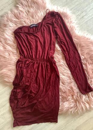 Бордовое платье бохо на одно плече