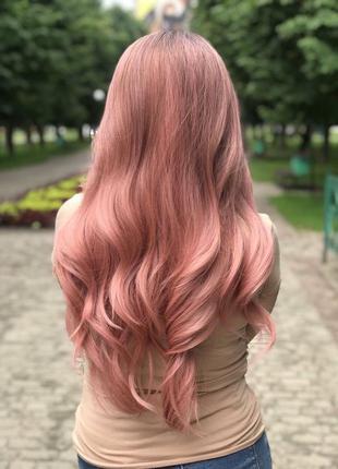 Парик косплей, аниме, пепельно- розовый, волнистый, длинный ,густой,
