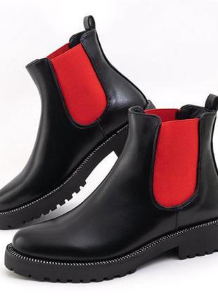 Черные женские ботинки с красными вставками com