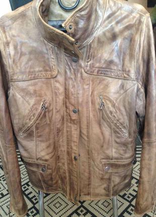 Кожаная куртка красивого неравномерного окраса