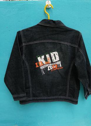 Курточка дж фирмы magit land черный с надписью сзади обх груди82смжл изд53 дл рукава с плечем 59см