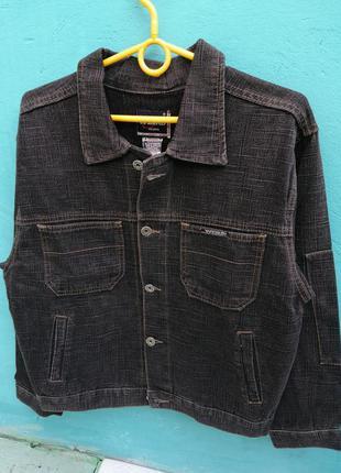 Куртка дж фирмы weikd черная с серой ниткой
