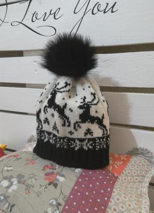 Зимняя, теплая шапка с пампоном из натурального меха!