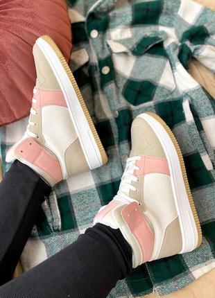 Женские кроссовки в стиле nike air force 1