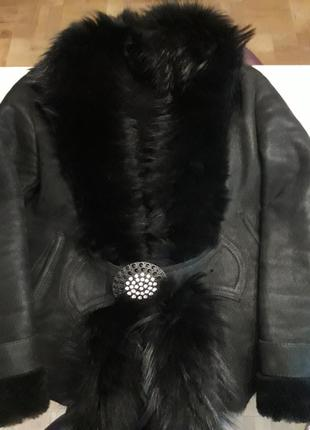 Черная женская дубленка