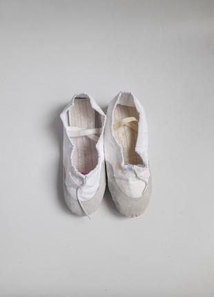 Белые чешки балетки